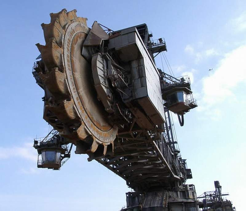 Largest Earth Mover